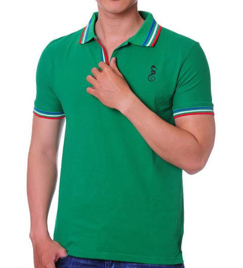 Áo thun màu xanh lá cây