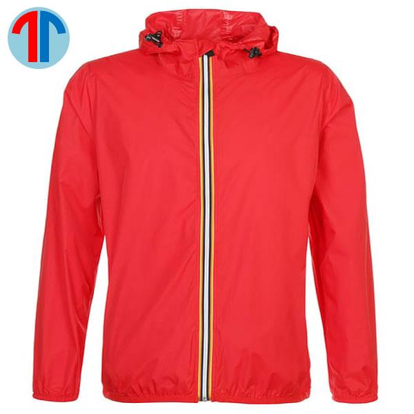 áo gió màu đỏ